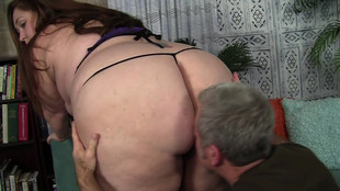 Jayden Heart comble son appétit sexuel en compagnie d'un mature