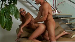 Emma Starr et son jeune amant se comblent de plaisir