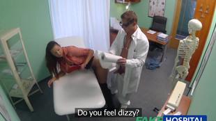 Il saute sa patiente pendant une consultation