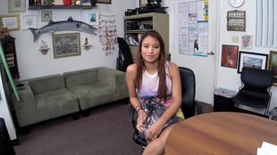 Jessi Lopez se fait éjaculer en pleine tronche après une sodomie