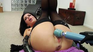 Veronica Avluv: une femme fontaine tellement chaude