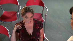 Allie Haze lèche et chevauche une bite géante