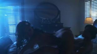Asa Akira  limée dans un pieu par un vcielard