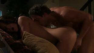 Gracie Glam baisée dans le canapé du salon