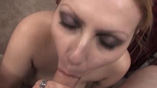 Lily lovette suce et branle une queue entre ses gros seins